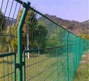 我厂供应某铁路框架爬坡护栏网