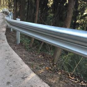 道路护栏板