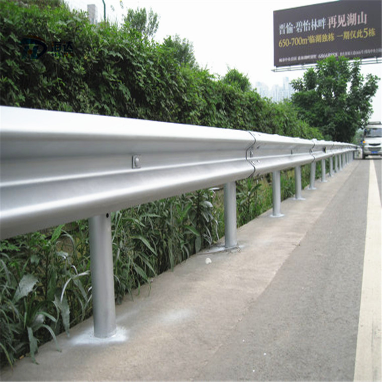 高速路波形护栏