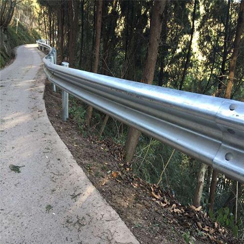 交通护栏市政锌钢护栏高速波形护栏厂家直售-广西星沃金属